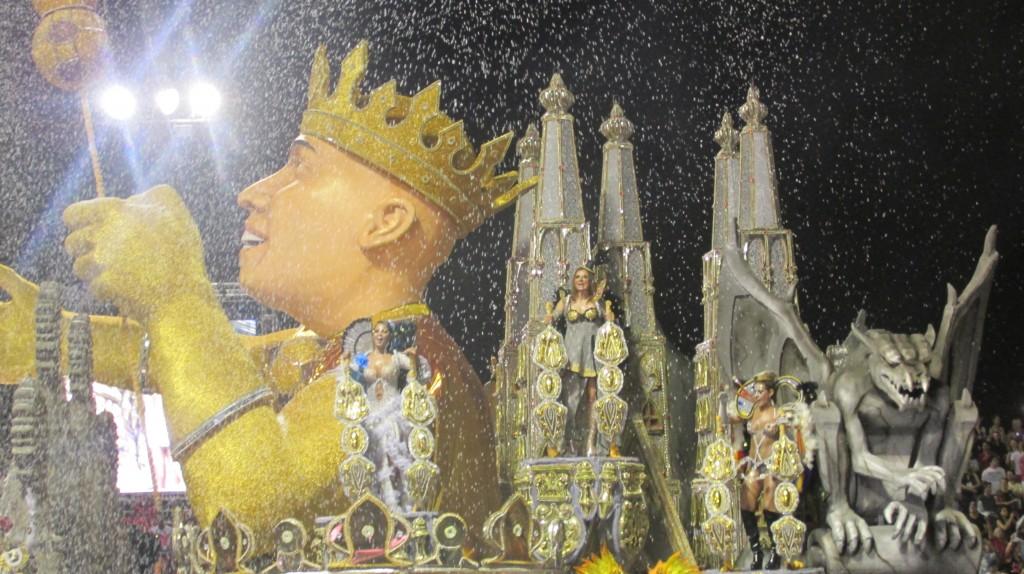 Apresentação de desfile de Carnaval em São Paulo (2014)